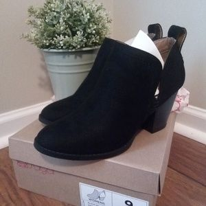 Sugar Women's Black ankle booties size 9